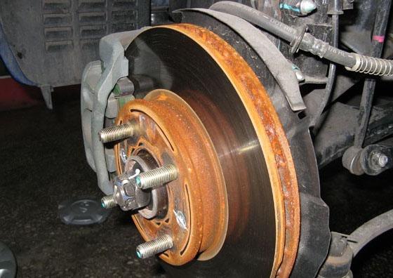 刹车盘生锈正常吗?刹车盘生锈如何保养?